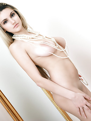 Showy Beauty  Caprice  Ass, Blondes, Natural